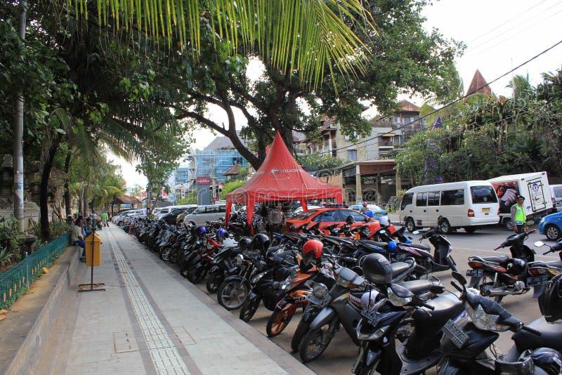 沿库塔海滩入口的街道在印度尼西亚 免版税图库摄影