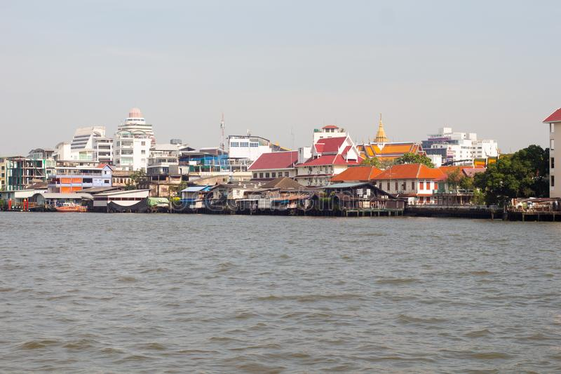 沿昭拍耶河的看法在曼谷,泰国 库存照片