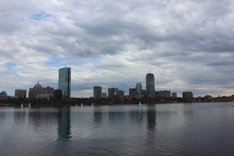 沿查理斯河的波士顿地平线 库存照片
