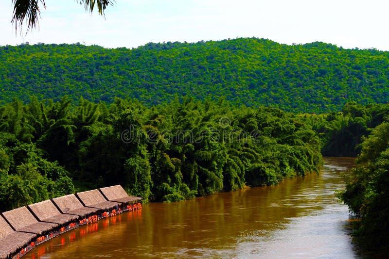 沿河的河沿船库雨林的 图库摄影