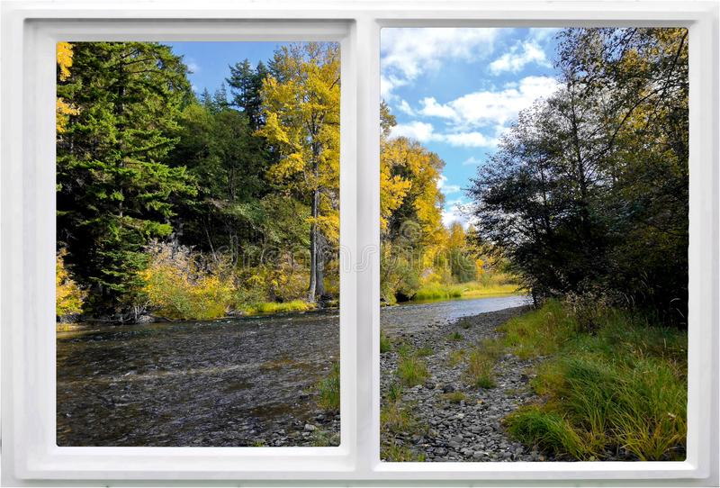 沿河的窗口,秋天颜色 免版税图库摄影