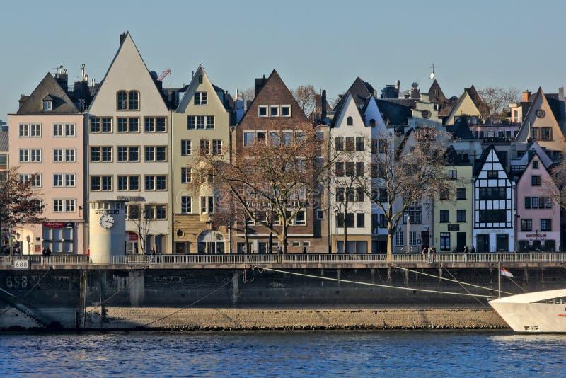 沿河莱茵河的传统房子 库存图片