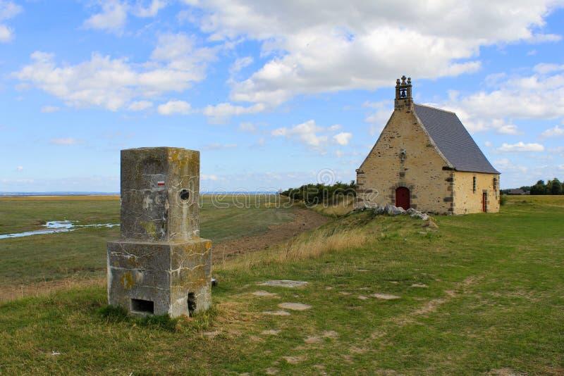 沿法国海岸的教堂sainte安妮 免版税库存图片
