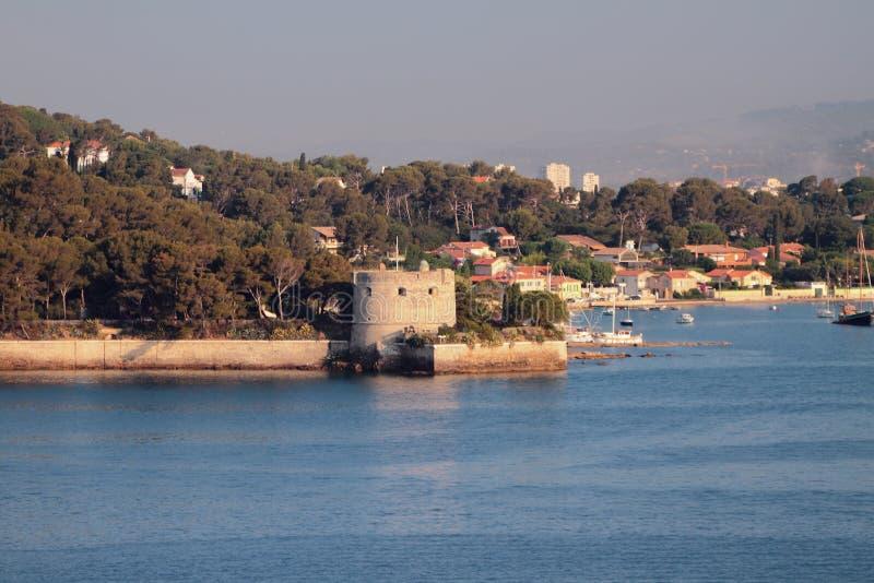 沿海和古老塔 土伦,法国 免版税库存图片
