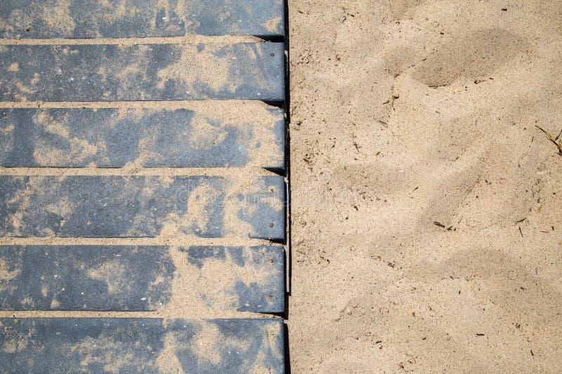 沿海海滩沙子&木板走道 库存照片