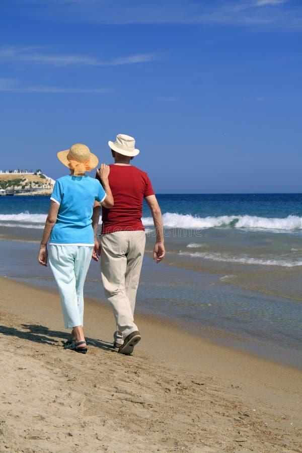 沿海滩浪漫漫步 库存照片