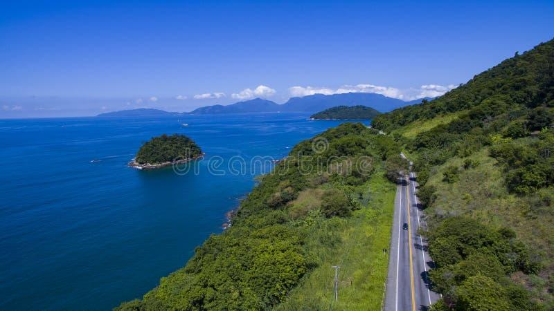 沿海的高速公路,高速公路Angra dos Reis向里约热内卢 库存照片