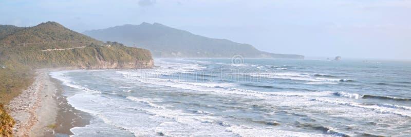 沿海线路新的全景西兰 免版税库存图片