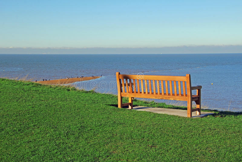 沿海长凳 免版税库存图片
