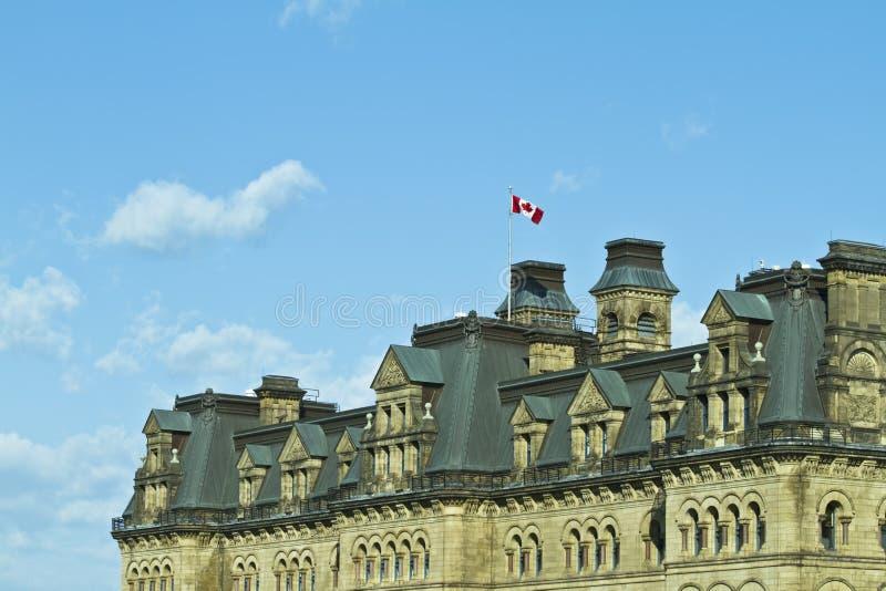 沿着结构小山渥太华议会 免版税图库摄影