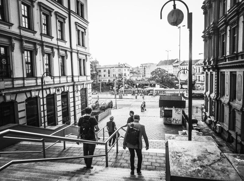 沿着走城市的台阶 免版税库存图片