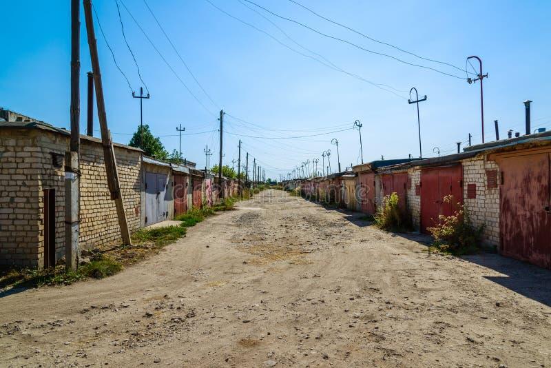 沿街道的一定数量的车库在合作社,俄罗斯 库存图片
