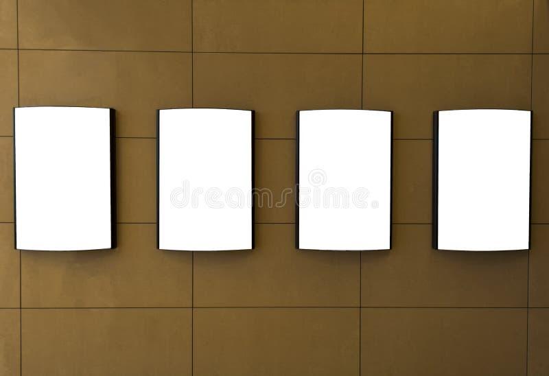 沿走道的四个电影空白的海报框架在电影院的现代室内设计 图库摄影