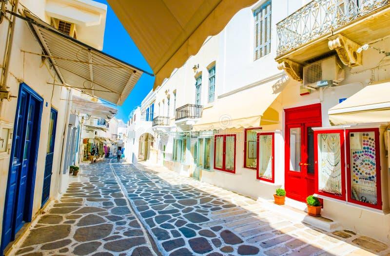沿阳光希腊人街道的令人惊讶的看法 库存照片