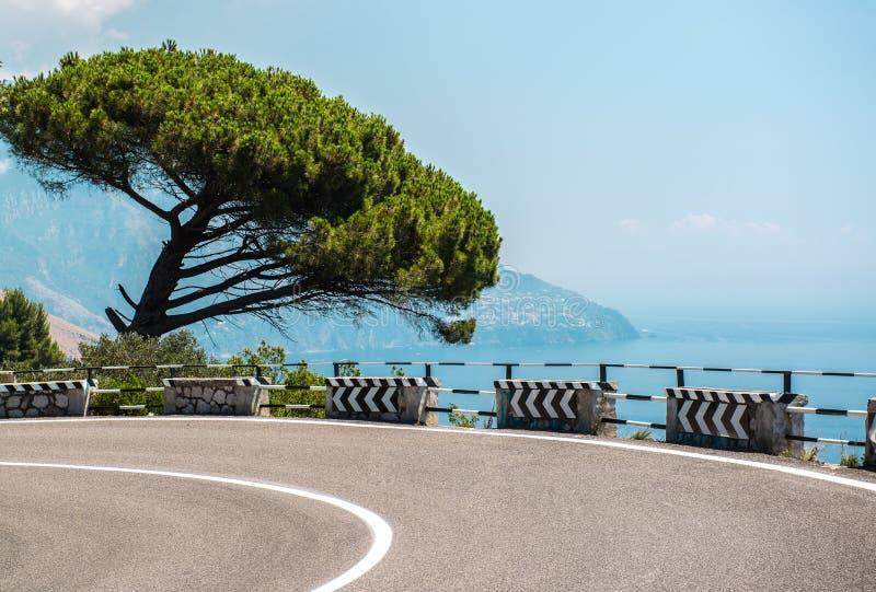沿阿马尔菲海岸的路 库存照片