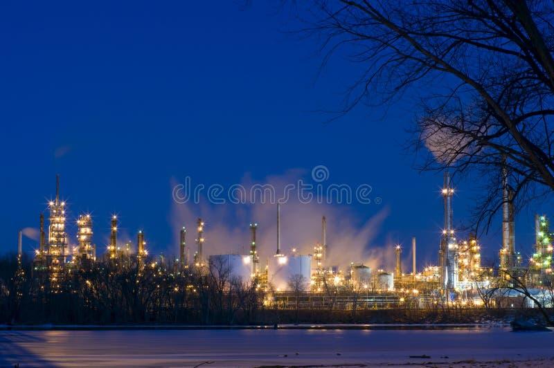 炼油厂在晚上在圣保罗公园 免版税图库摄影