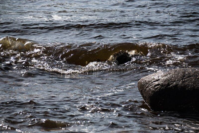 沿Donegal ` s海岸的爱尔兰海滩,它会见大西洋 库存照片