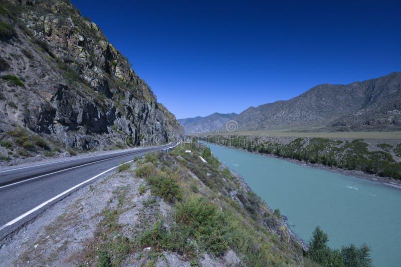 沿Katun河,西伯利亚的Chuya高速公路 库存图片