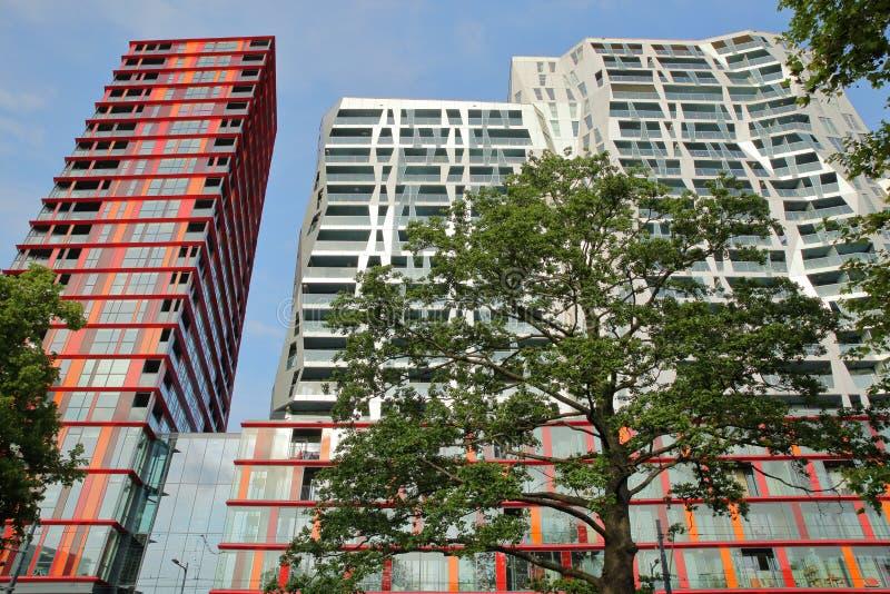 沿Mauritsweg街道位于的现代大厦在Kruisplein附近 免版税库存图片