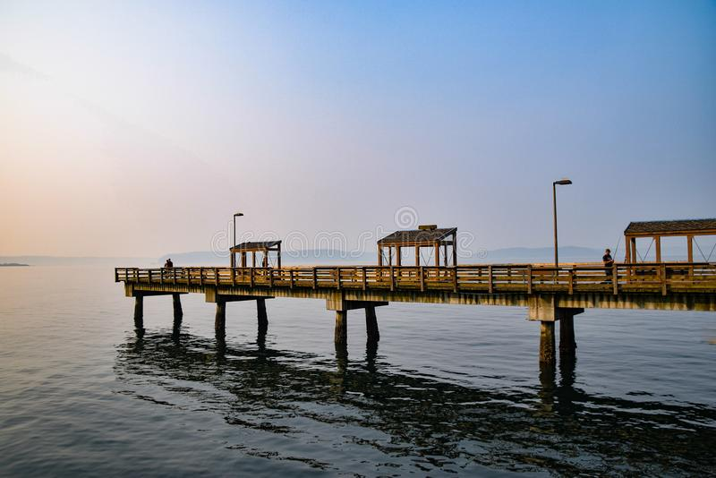沿Ruston方式江边的列斯戴维斯码头 图库摄影