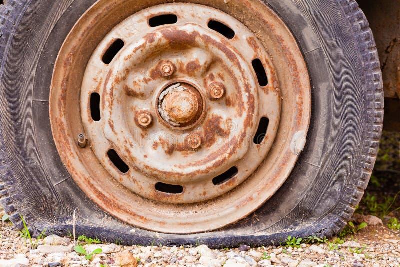 泄了气的轮胎 图库摄影