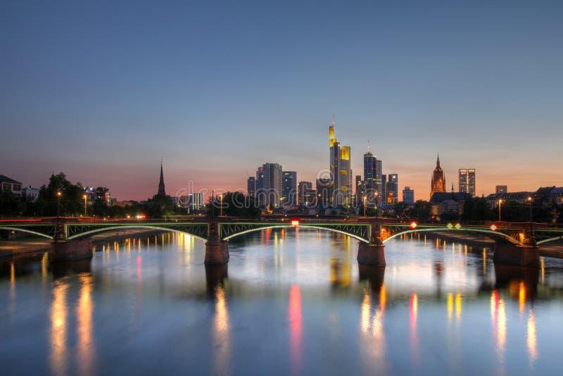 法兰克福德国主要地平线微明 免版税库存照片