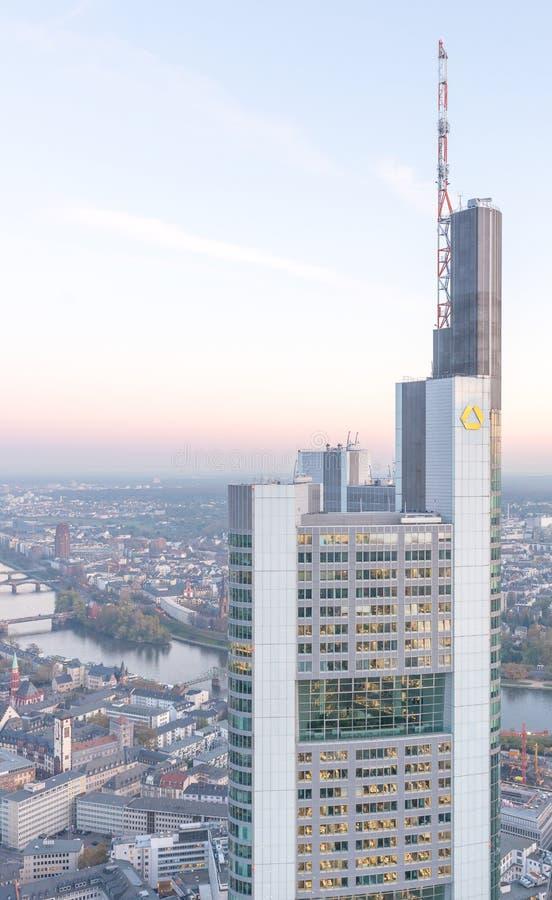 法兰克福,德国- 2013年10月31日:城市skyli鸟瞰图  图库摄影