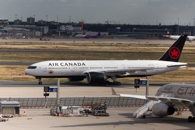 法兰克福,黑森/德国- 25 06 18 :加拿大航空飞机着陆在法兰克福国际机场德国 库存照片