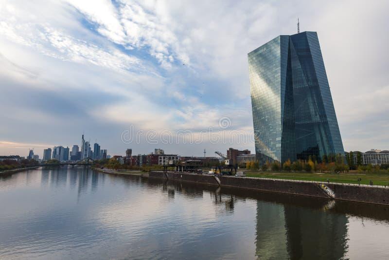 法兰克福,黑森/德国- 11 10 18 :欧洲央行大厦在法兰克福德国 免版税图库摄影