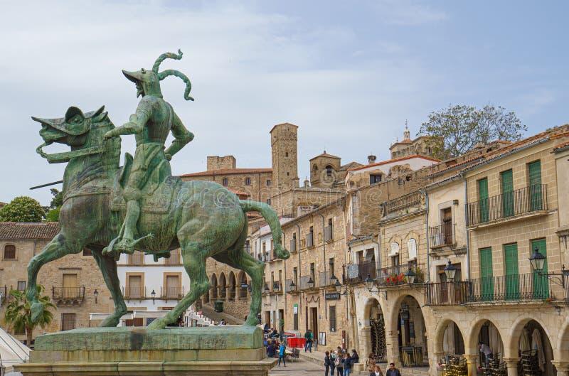 法兰西斯克・皮泽洛雕象在特鲁希略角,卡塞里斯,埃斯特雷马杜拉,西班牙大广场  免版税库存图片