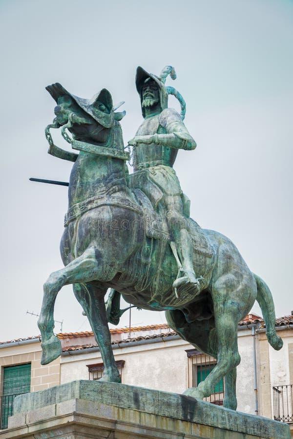 法兰西斯克・皮泽洛雕象在特鲁希略角Extremedura西班牙 库存图片