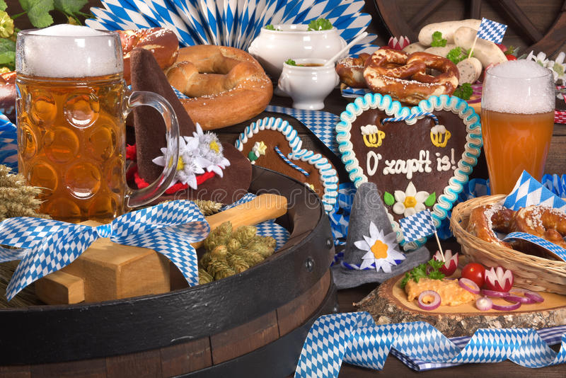 巴法力亚慕尼黑啤酒节姜饼心脏 免版税库存照片