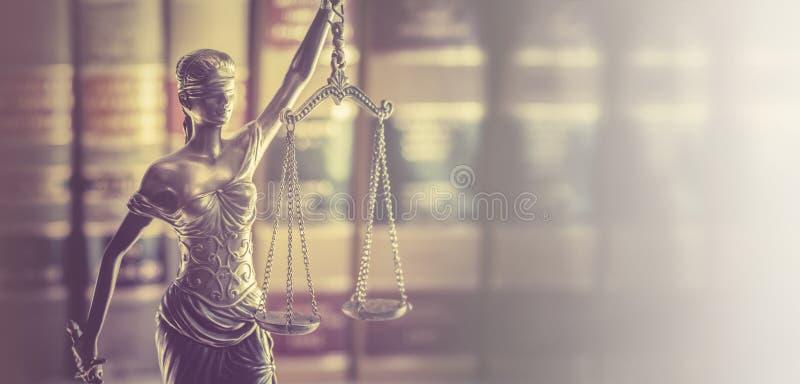 法办旗帜概念形象与法律书本的司法尺度 图库摄影
