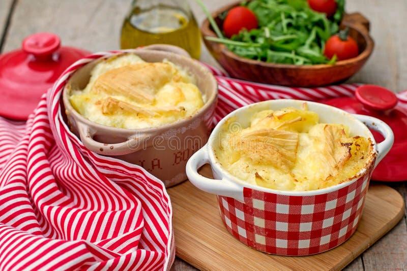 法国传统土豆膳食Tartiflette 库存图片