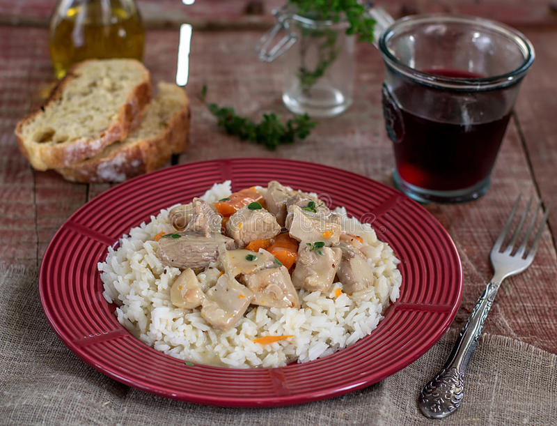 法国传统膳食小牛肉Blanquette 免版税库存照片