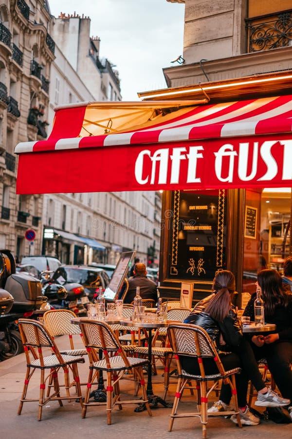 法国咖啡馆大阳台 免版税库存图片