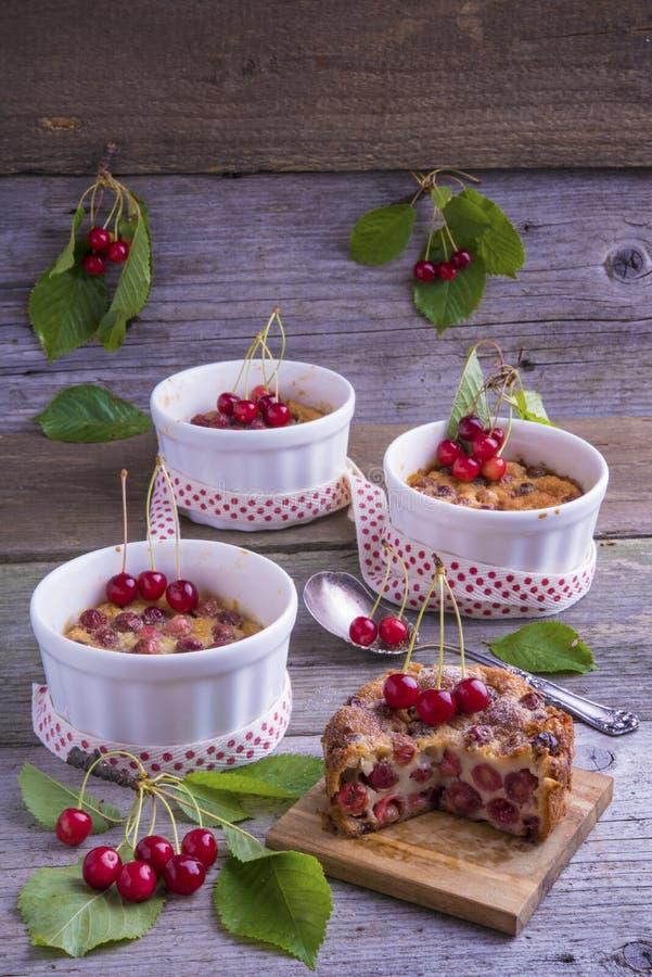 法国樱桃Clafoutis蛋糕 库存图片