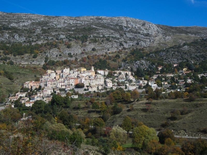 法国的南部的山坡村庄 免版税库存图片