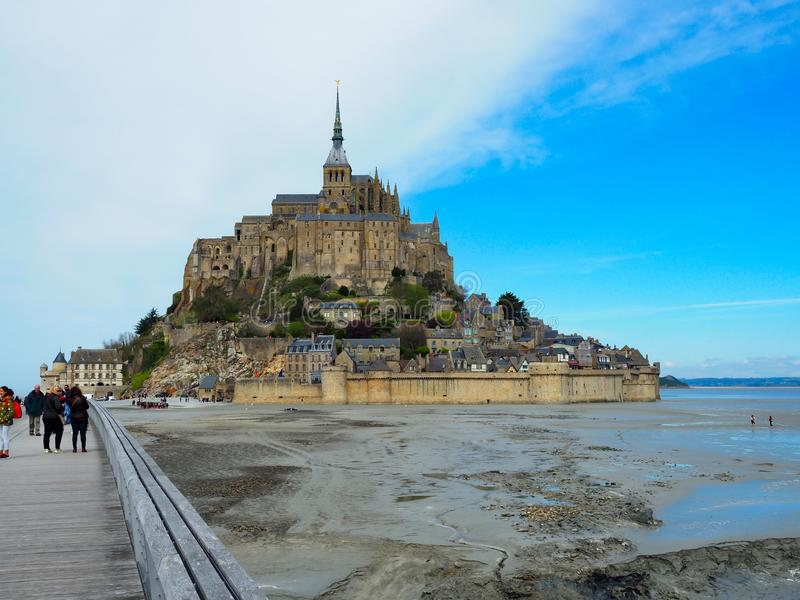 法国的圣米歇尔山 旅客要一次看它 库存图片