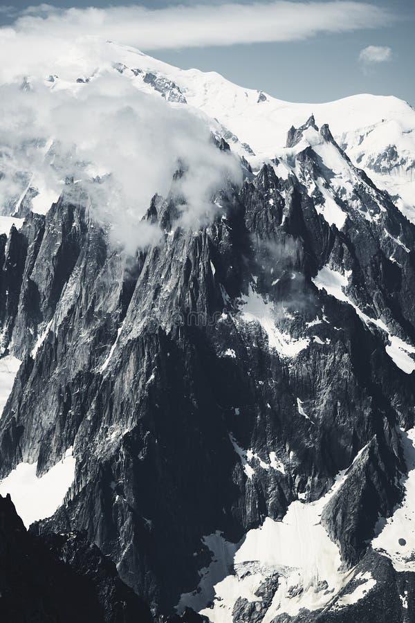 法国的山和雪峰顶 免版税库存照片