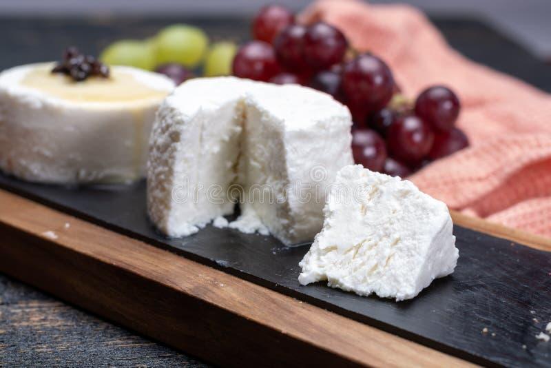 法国软干酪,另外口味山羊牛奶natura品种  图库摄影