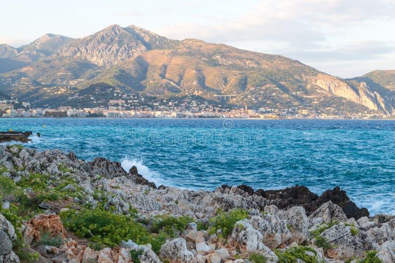 法国里维埃拉的门顿和地中海美景 免版税图库摄影