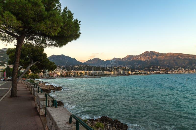 法国里维埃拉的门顿和地中海美景 图库摄影