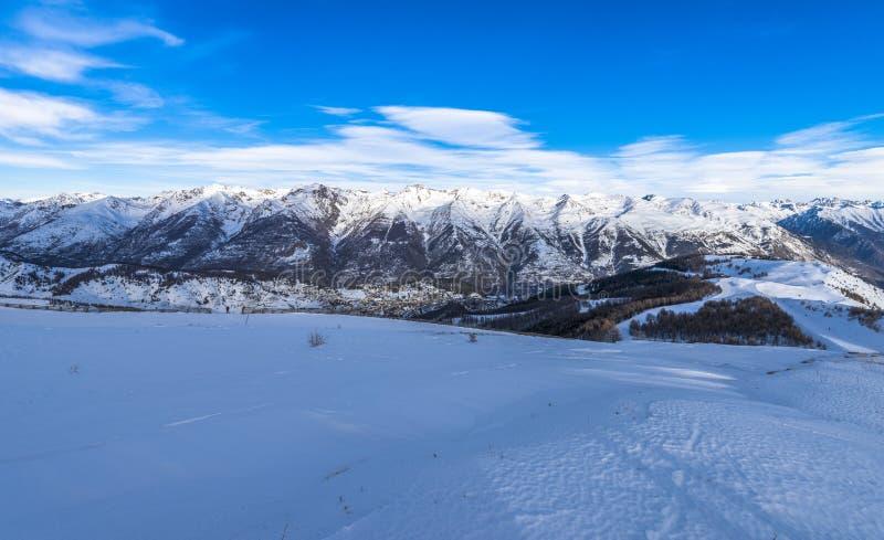 法国阿尔卑斯全景在Auron,法国 免版税库存照片