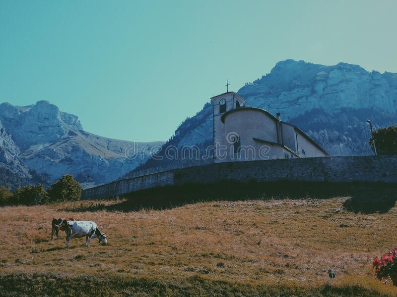 法国阿尔卑斯山脉教堂 免版税图库摄影