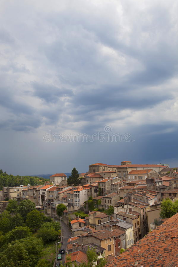 Download 法国,奥韦涅,梯也尔市 编辑类库存图片. 图片 包括有 法国, ,并且, 多云, 的treadled, 城市 - 72362204