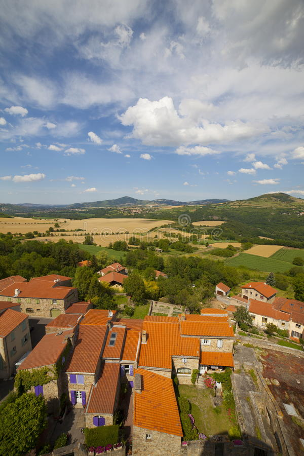 Download 法国,奥韦涅, Montpeyroux村庄 编辑类照片. 图片 包括有 村庄, 法国, 天空, 晴朗, 室外 - 72359721