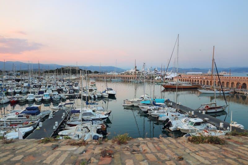 法国,彻特d ` Azur 安地比斯,旧港口的看法,日落 免版税图库摄影