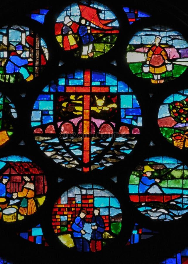 法国, Pont d Ouilly历史教会  图库摄影