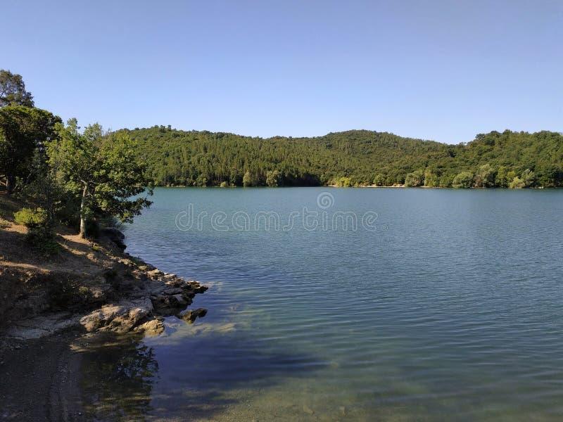 法国-湖St Cassien 库存照片